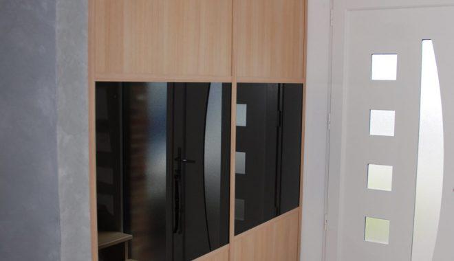 Placard décor chêne avec verre laqué noir
